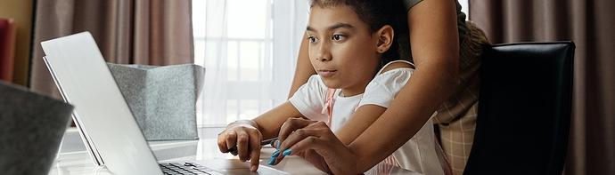 girl-on-computer-laptop